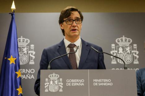 Mientras en Italia el gobierno enclaustra a los ciudadanos y suspende la liga de futbol, España  pasa a la