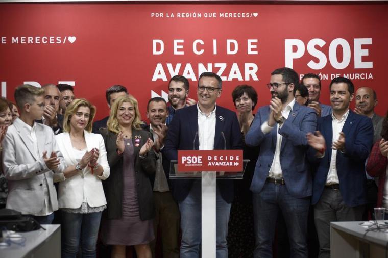 El PSOE propone una declaración institucional en la Asamblea por la unidad y reconocimiento de los símbolos nacionales y regionales