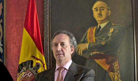 El Gobierno dispuesto a exhumar a Franco. Un informe jurídico respalda la acción pese a estar en una basílica