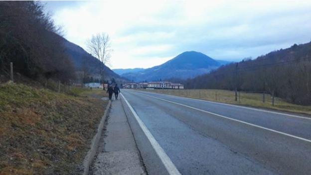 Puigdemont se muestra provocador al publicar una imagen cerca de la frontera