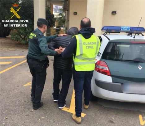 La detención de tres hombres en Xàbia esclarece 29 robos en locales y viviendas