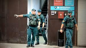 La policía quiere saber de donde ha salido el dinero para pagar las papeletas y los carteles.