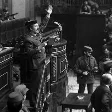 El golpista Antonio Tejero reaparece en un acto fascista en Málaga al grito de '¡Viva Franco!