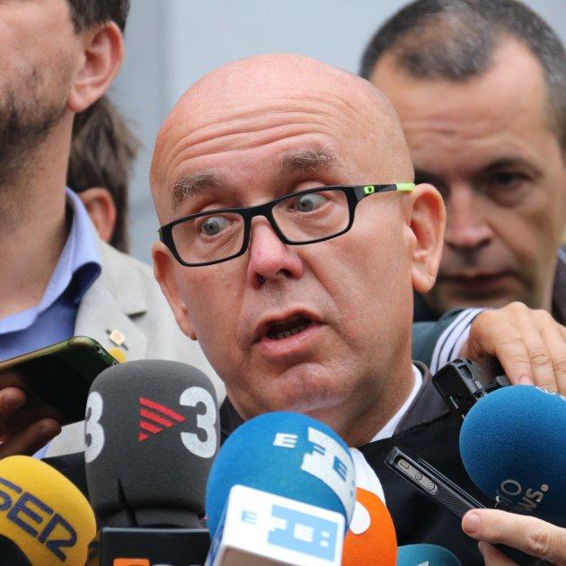 Boye, es expulsado en el Congreso cuando intentaba acreditar a Puigdemont y Comin