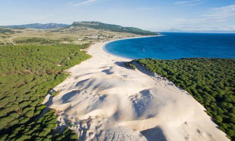 Encuentran el cuerpo sin vida de un hombre en la playa de Bolonia