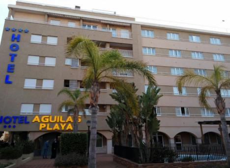 La concejalía de Turismo de Águilas informa en varios idiomas sobre la nueva orden que declara la suspensión de apertura al público de alojamientos turísticos