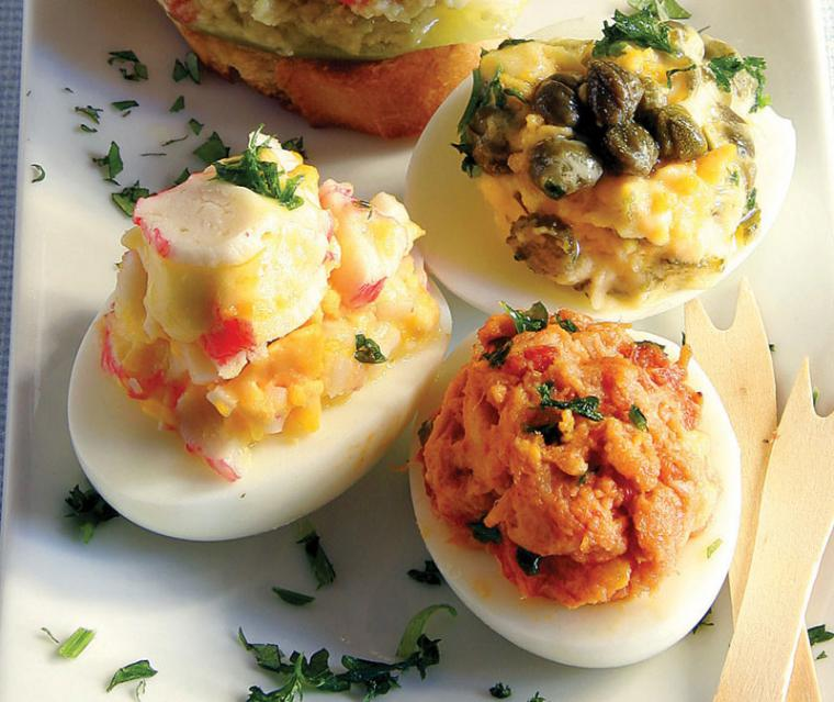 Huevos rellenos variados
