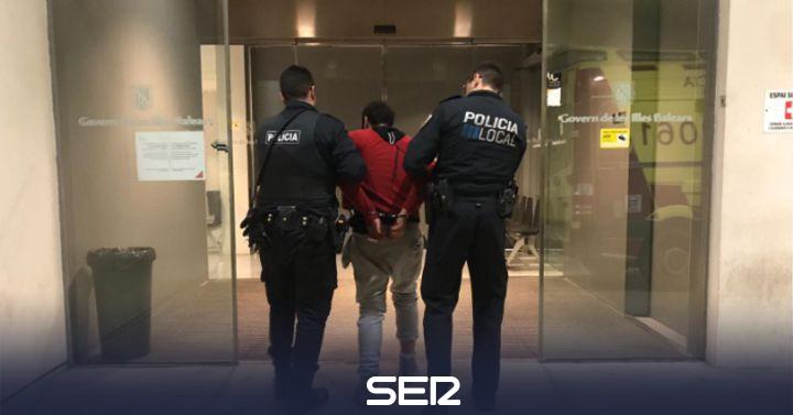 Un hombre detenido por agresión y hurto tras agredir a un Policía Local de Ibiza
