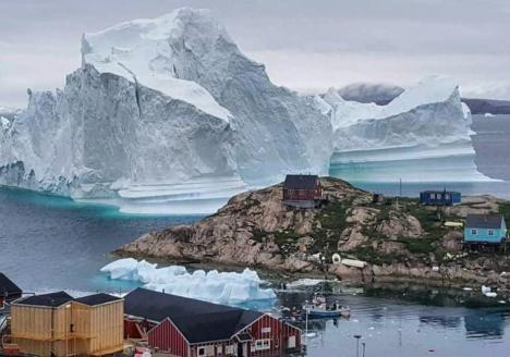Un gigantesco iceberg a la deriva podría destruir un pueblo en Groenlandia