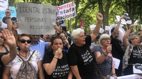 Antonio Javier García Pellicer el fundador de iDental se presenta en el juicio con el rosario en la mano