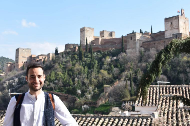 Iván Menguiano Jiménez, te invita a sumergirte entre las páginas de su obra, basada en la Granada Nazarí: 'El legado de los sueños'
