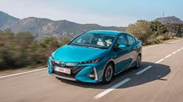 Toyota Prius Plug-In: un híbrido enchufable que aumenta su autonomía con la luz del sol