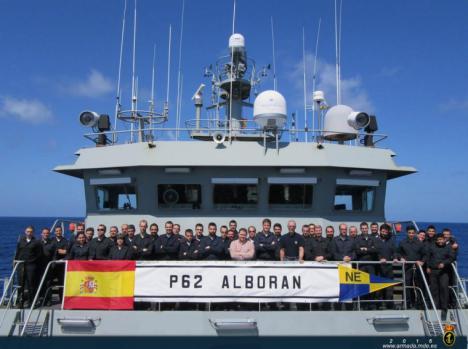 El patrullero 'Vigía' participa en el dispositivo de búsqueda de un tripulante desaparecido en el Mar de Alborán