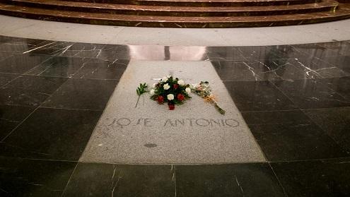 La losa que tapaba la tumba de Franco lleva gravada en su parte posterior una fecha: Mayo de 1958, pero ¿por qué?