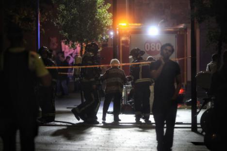 Dos personas mueren en un incendio en el barrio de Les Corts