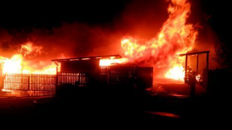 Queda extinguido elincendio en el polígono Buenos Aires de Valsaín