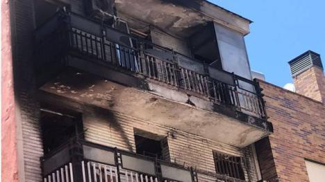Dos heridos tras saltar desde un tercer piso para escapar de un incendio en Murcia