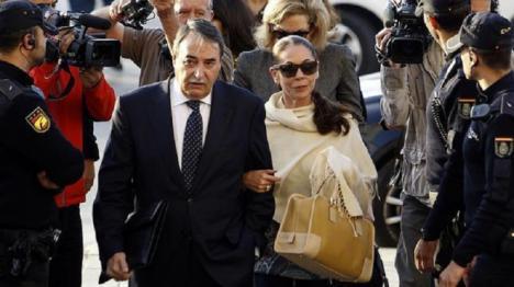 La Fiscalía de Málaga acusa a la cantante de supuesta cooperadora de un delito de insolvencia punible y pide para ella 3 años de cárcel