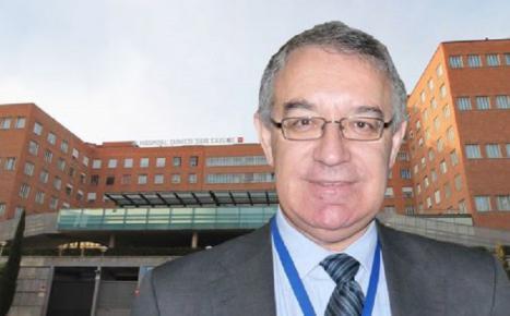 Esta vez ha sido José Soto, gerente del Clínico San Carlos el que se vacunó sin que le tocase, a pesar de que el 30% de sus sanitarios preferentes siguen sin la primera dosis