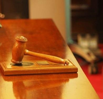Absuelta una mujer a la que pedían 42 años de cárcel por violar en tres ocasiones a su sobrino de 15 años