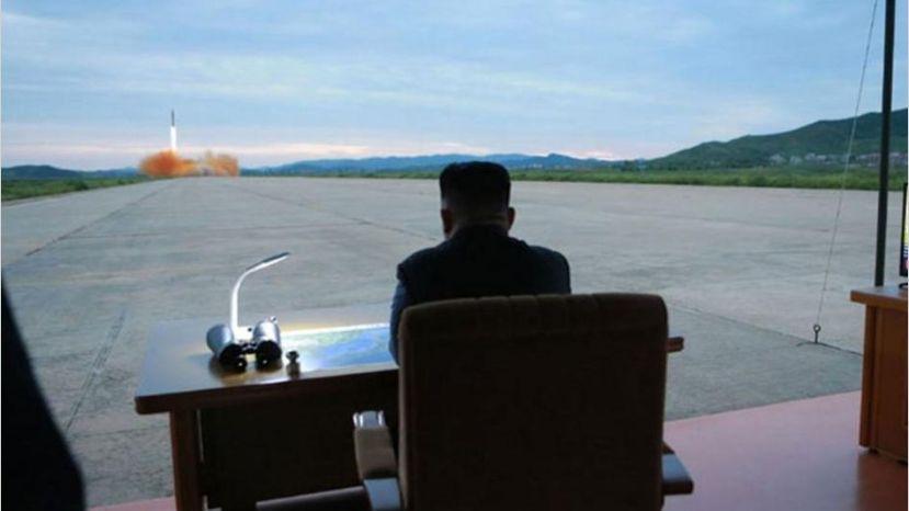 Corea del Norte lanza un misil al mar del Japón