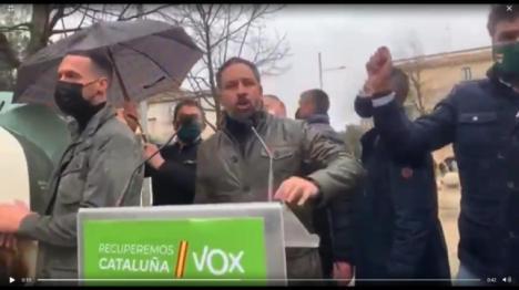 Santiago Abascal apedreado en un acto de Vox en Girona