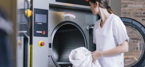 CSIF consigue que el Distrito Sanitario Poniente asuma el lavado de la ropa de trabajo de más de 1.000 profesionales