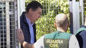 Operación Lezo. La Guardia Civil encuentra la tarjeta de visita de González en un sobre con billetes de 500 euros