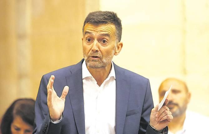 Antonio Maíllo deja la política y pide el reingreso a su plaza de profesor en Aracena