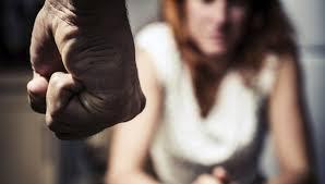 Un maltratador lamenta no haber cortado la cabeza a su mujer
