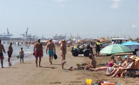 Muere un hombre de 75 años cuando se bañaba en una playa de Torremolinos
