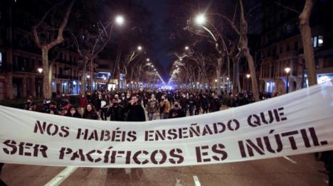 Sexta noche de algaradas y vandalismo en Barcelona con cinco detenidos bajo el lema