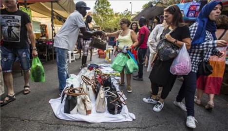 Detenidas más de una veintena de personas en Fuengirola por vender artículos con marcas falsificadas