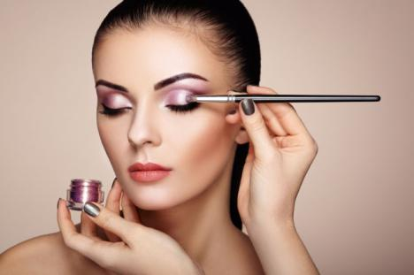Consejos de maquillaje para una cena de empresa