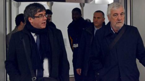 ¿Con quién viajaba Puigdemont cuando fue detenido?