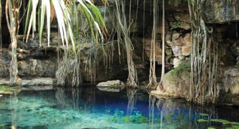 Un grupo de arqueólogos españoles trabaja en el rescate de una antigua ciudad maya