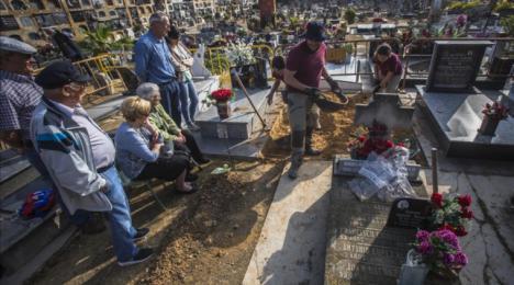 Agravio a los muertos del presidente andaluz Juan Manuel Moreno Bonilla