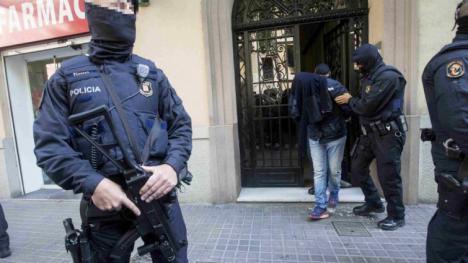 Los Mossos le imputan seis violaciones a un joven de 17 años tutulado por la Generalitad