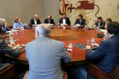 Puigdemont exige la retirada de los efectivos policiales enviados a Cataluña