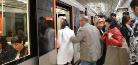 Detenidos cinco menores por golpear a una mujer en el metro