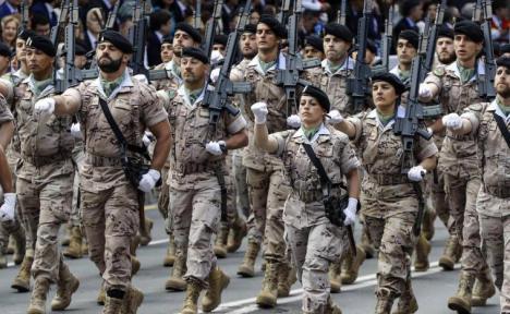 'Descubren que varios cientos de suboficiales del ejército español colaboran con el espionaje ruso', por Joaquín Abad