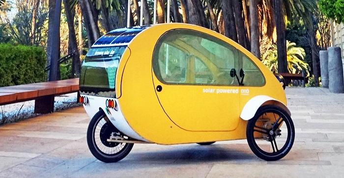 El vehículo solar biohíbrido Mö, diseñado por la empresa malagueña Evovelo comenzó ayer a fabricarse en la antigua factoría de Suzuki-Santana en Linares.