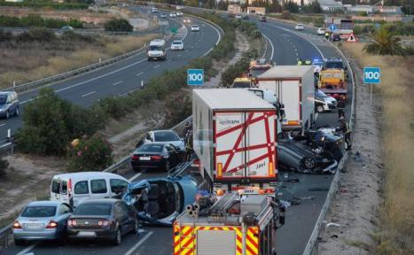 Once heridos en el accidente de tráfico ocurrido en Alhama donde volcó un tráiler