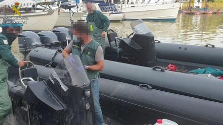 Espectacular persecución a una narcolancha en Isla Cristina (Huelva) por parte de la Guardia Civil