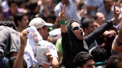 La abogada iraní Nasrin Sotoudeh condenada a recibir 148 latigazos y 38 años de prisión tras dos juicios plagados de irregularidades