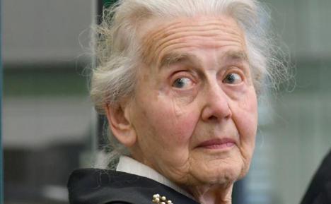 La abuela nazi ingresa en prisión por negar el Holocausto
