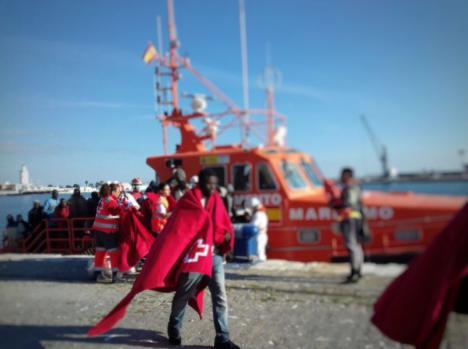 Rescatadas 52 personas en una patera frente a la costa de Málaga