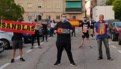 El fascismo se siente fuerte: Medio centenar de neonazis recorren San Blas y Retiro, a la caza del antifascista