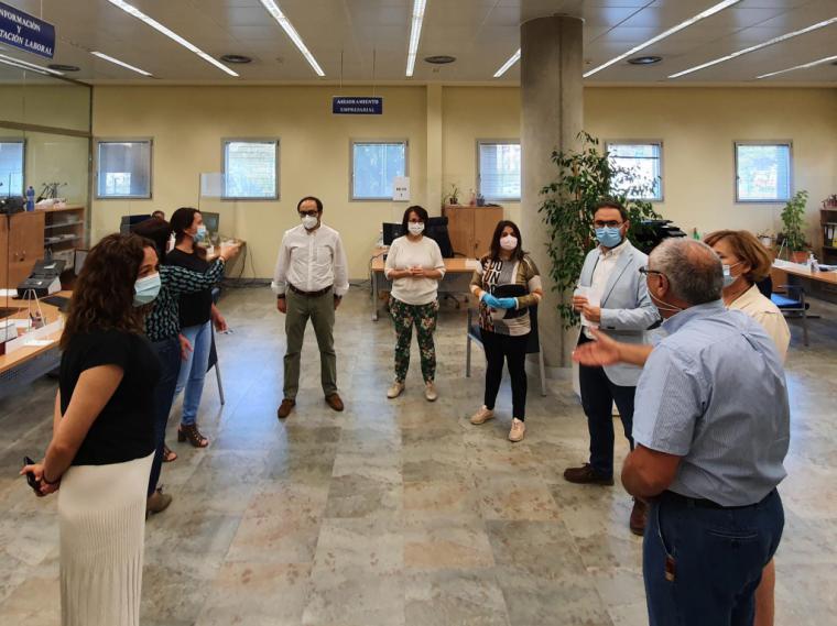 La Oficina para la tramitación de ayudas a autónomos y microempresas realiza más de un centenar de atenciones en su primer día de apertura