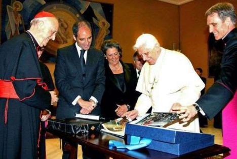 Camps,Cotino y el obispo auxiliar de Valencia investigados por prevaricación, falsedad y malversación en la visita del Papa